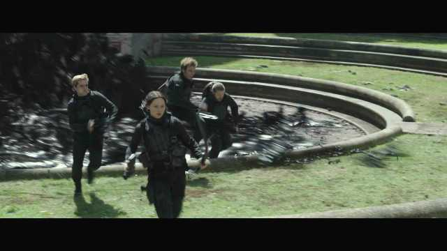 "The Hunger Games Mockingjay Part 2 Official Trailer – ""We March Together"" ([Full HD]).mp4_20150725_221418.943"